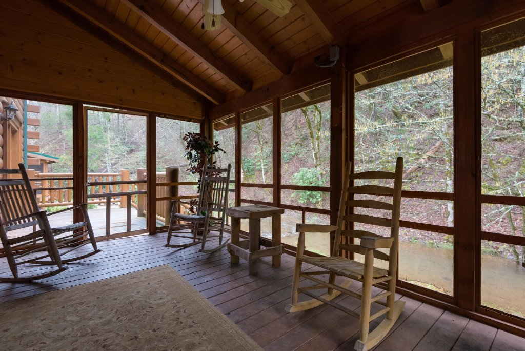 Photo of a Pigeon Forge Cabin named Creekbend Lodge - This is the sixth photo in the set.