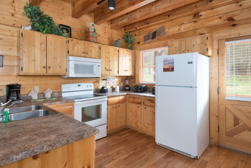 Photo of a Pigeon Forge Cabin named Creekbend Lodge - This is the fourth photo in the set.