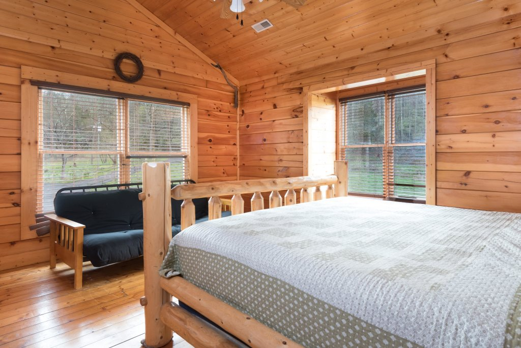 Photo of a Pigeon Forge Cabin named Creekbend Lodge - This is the ninth photo in the set.