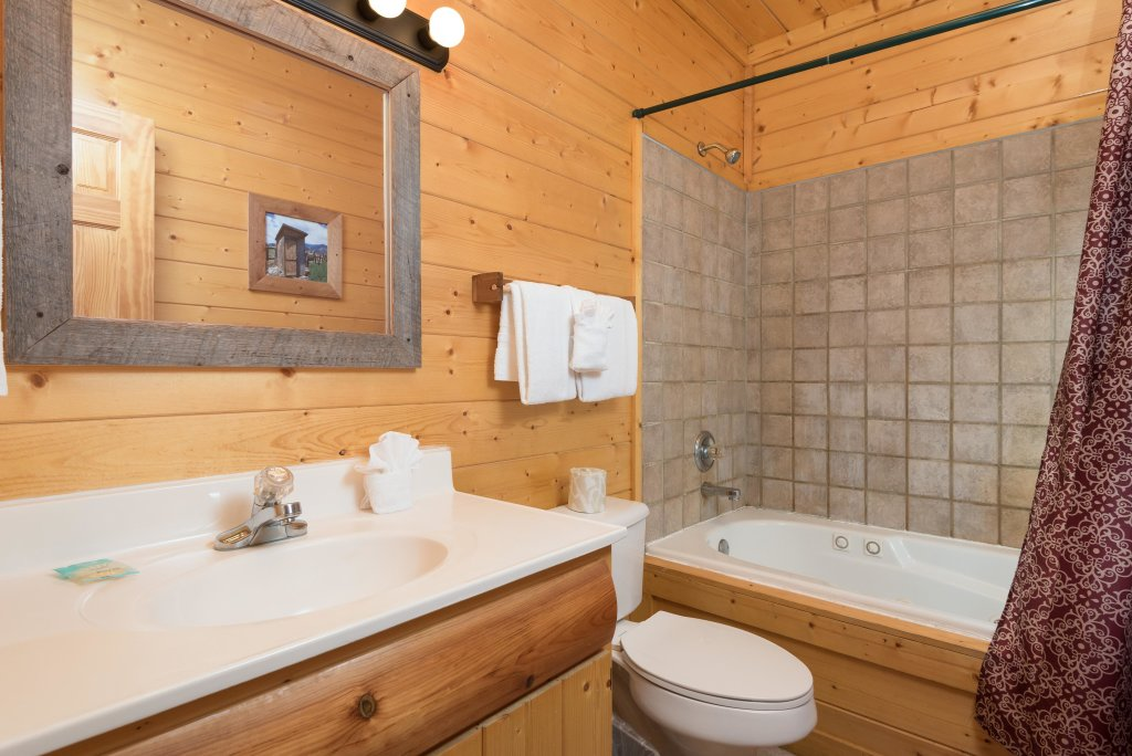 Photo of a Pigeon Forge Cabin named Creekbend Lodge - This is the fifteenth photo in the set.