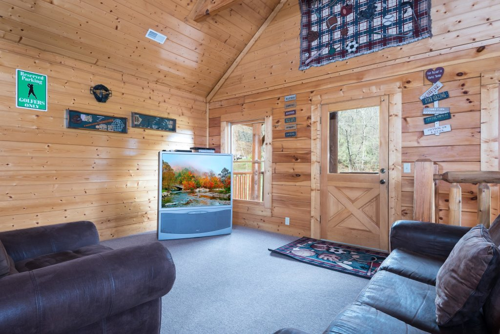 Photo of a Pigeon Forge Cabin named Creekbend Lodge - This is the twenty-seventh photo in the set.