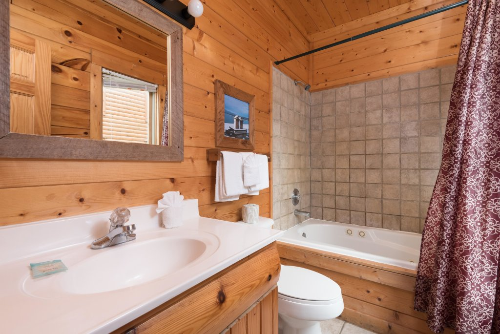 Photo of a Pigeon Forge Cabin named Creekbend Lodge - This is the sixteenth photo in the set.