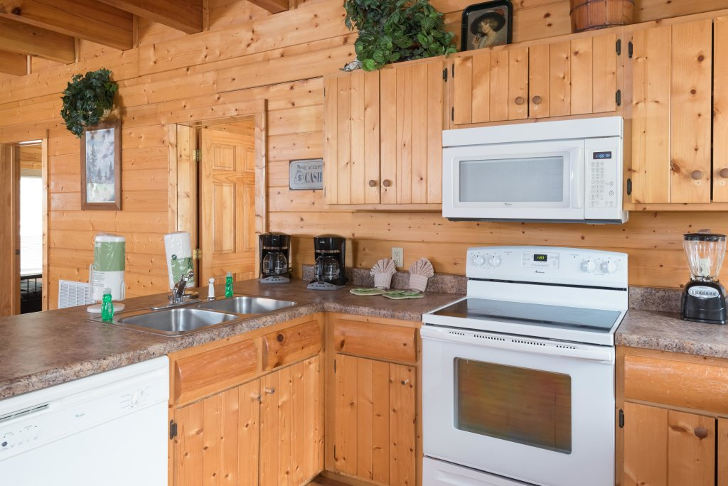 Photo of a Pigeon Forge Cabin named Creekbend Lodge - This is the twenty-fifth photo in the set.