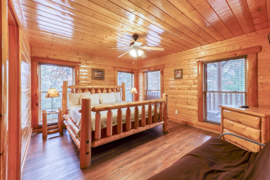 Photo of a Sevierville Cabin named Black Bear Manor - This is the sixteenth photo in the set.