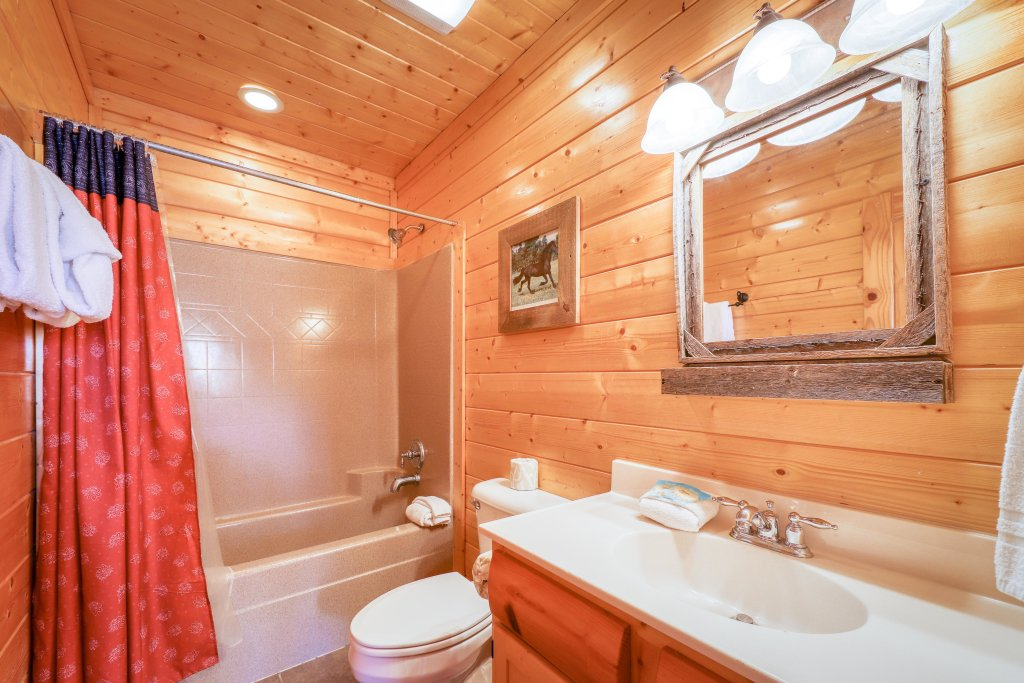 Photo of a Sevierville Cabin named Black Bear Manor - This is the forty-fifth photo in the set.