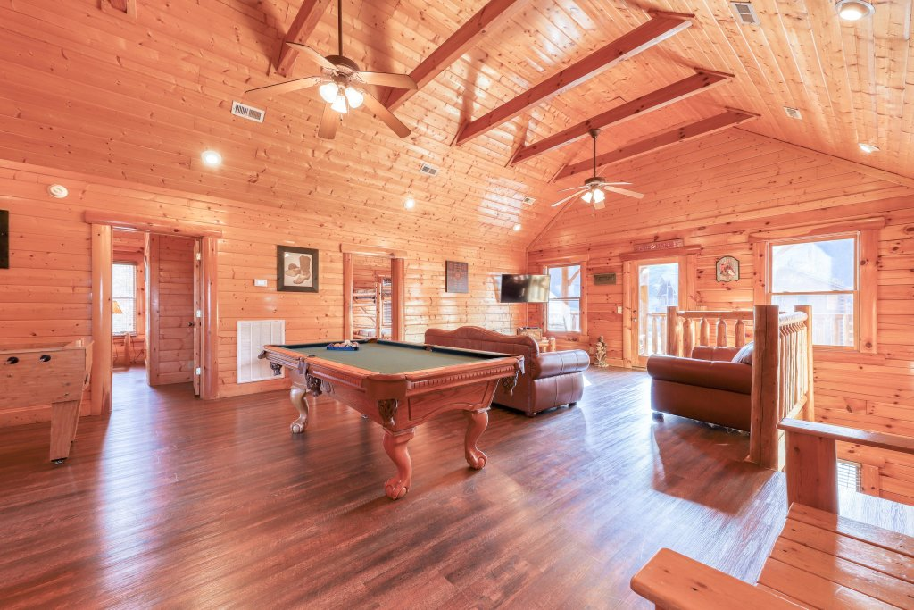 Photo of a Sevierville Cabin named Black Bear Manor - This is the third photo in the set.