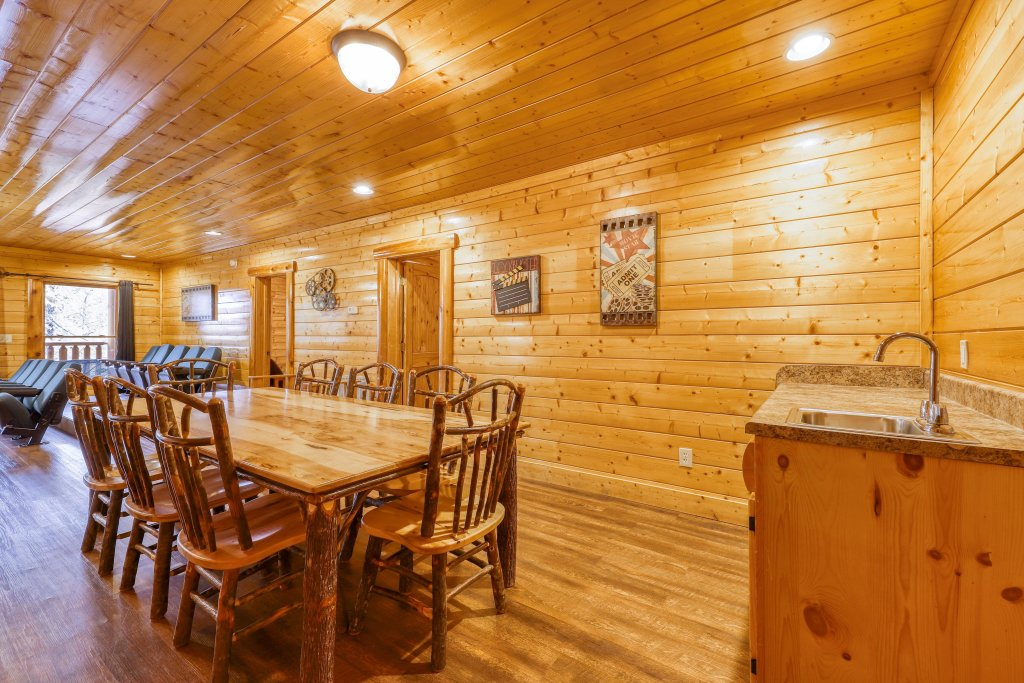 Photo of a Sevierville Cabin named Black Bear Manor - This is the forty-ninth photo in the set.