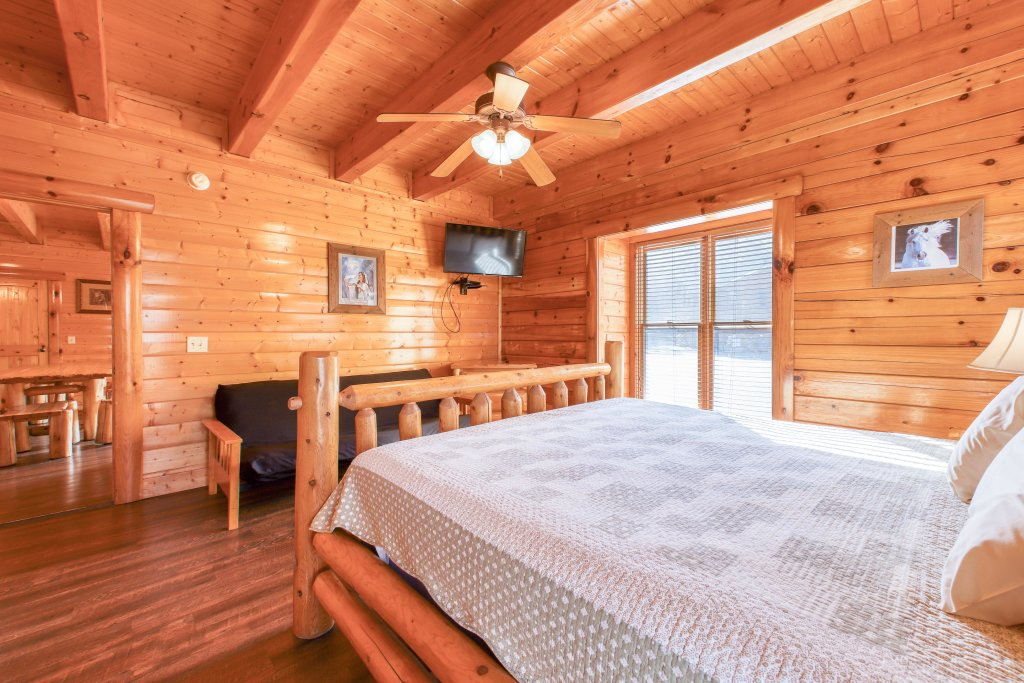 Photo of a Sevierville Cabin named Black Bear Manor - This is the twelfth photo in the set.