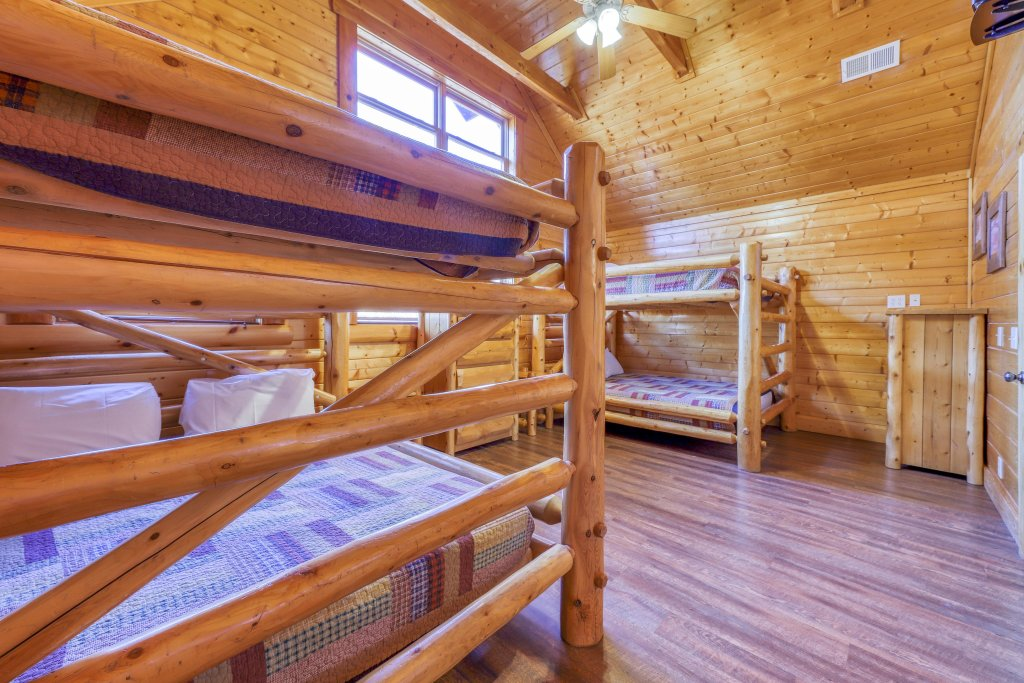 Photo of a Sevierville Cabin named Black Bear Manor - This is the forty-second photo in the set.