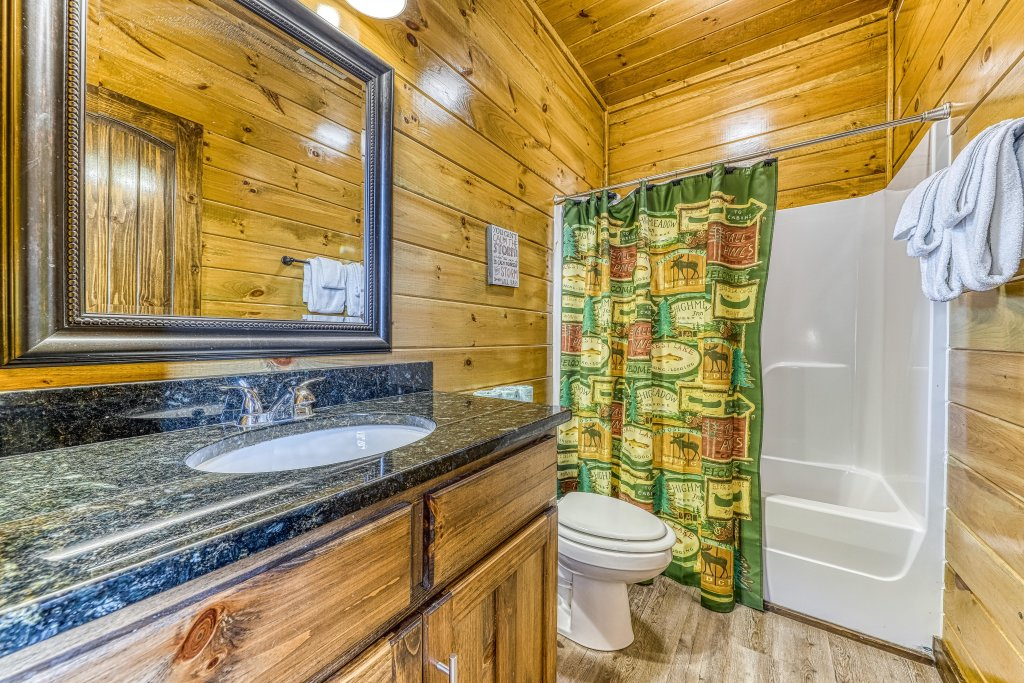 Photo of a Pigeon Forge Cabin named Mountain Splash Lodge - This is the thirty-second photo in the set.