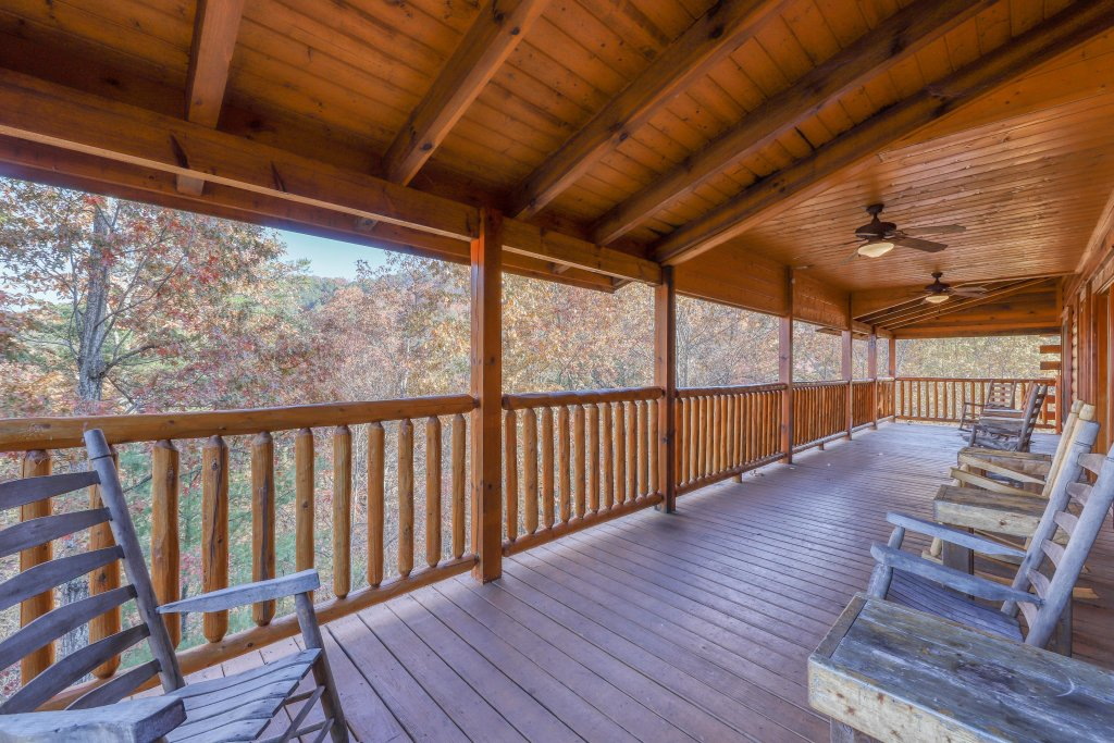 Photo of a Sevierville Cabin named Black Bear Manor - This is the thirty-first photo in the set.