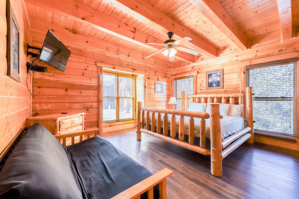 Photo of a Sevierville Cabin named Black Bear Manor - This is the tenth photo in the set.