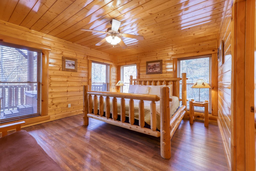 Photo of a Sevierville Cabin named Black Bear Manor - This is the nineteenth photo in the set.