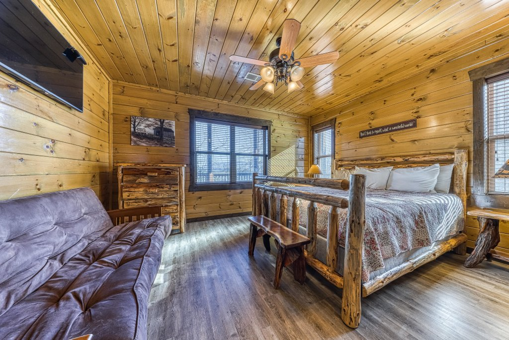 Photo of a Pigeon Forge Cabin named Mountain Splash Lodge - This is the forty-first photo in the set.