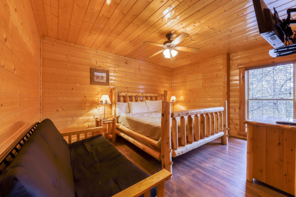 Photo of a Sevierville Cabin named Black Bear Manor - This is the twenty-first photo in the set.