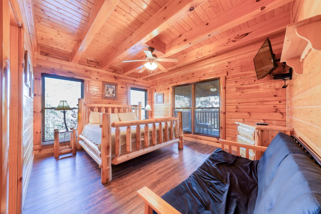 Photo of a Sevierville Cabin named Black Bear Manor - This is the ninth photo in the set.