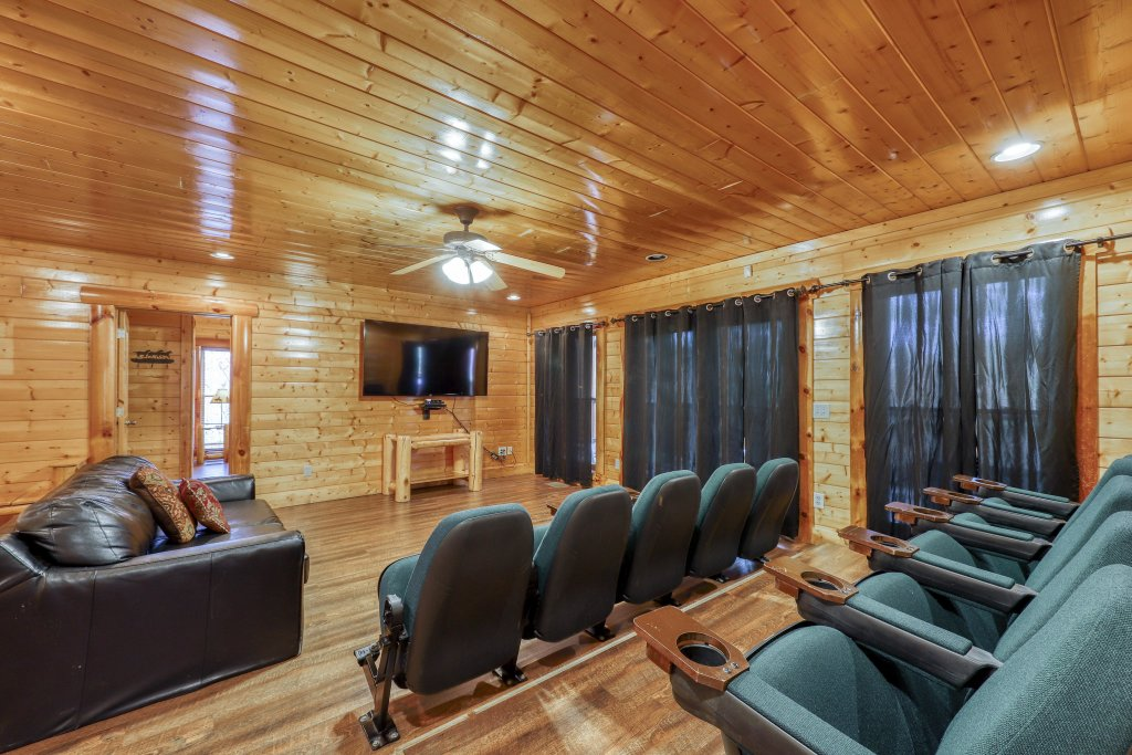 Photo of a Sevierville Cabin named Black Bear Manor - This is the fourth photo in the set.