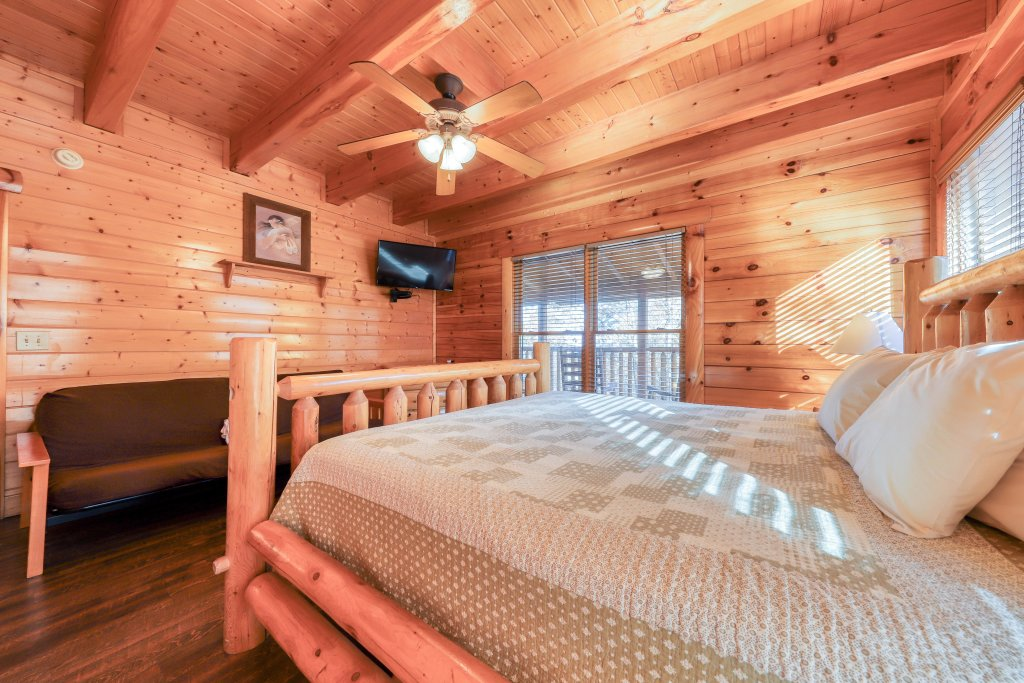 Photo of a Sevierville Cabin named Black Bear Manor - This is the eighth photo in the set.