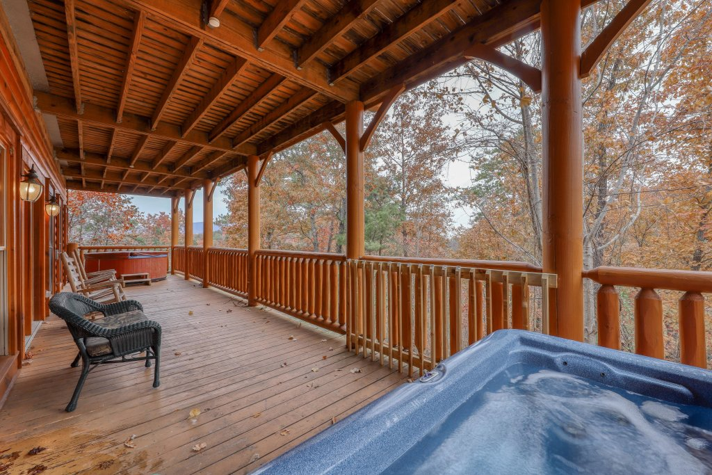 Photo of a Sevierville Cabin named Black Bear Manor - This is the second photo in the set.