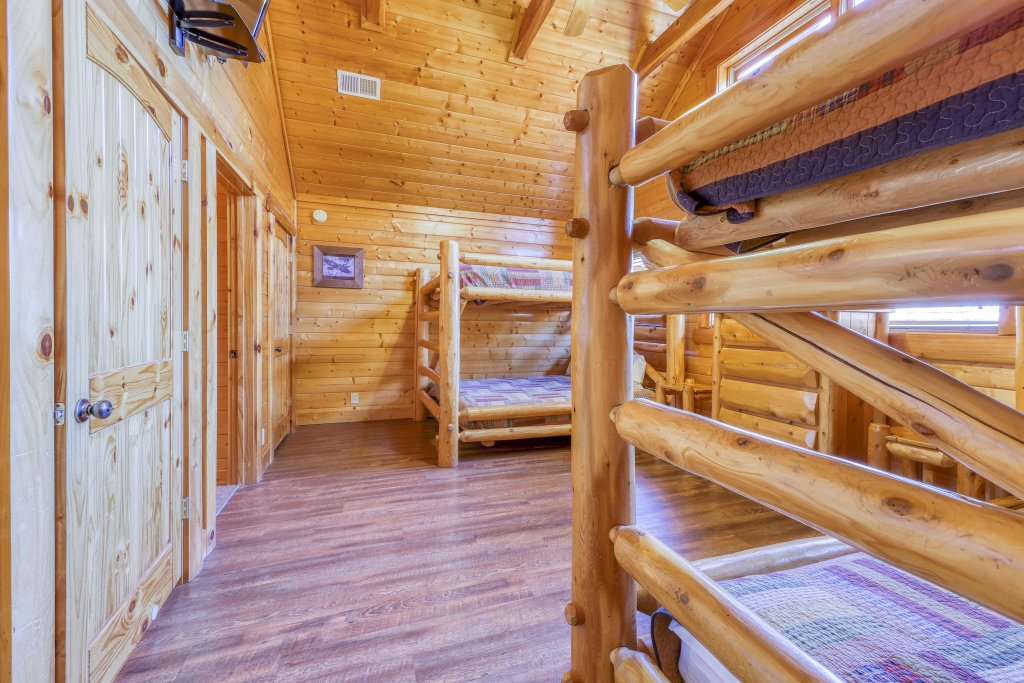 Photo of a Sevierville Cabin named Black Bear Manor - This is the thirteenth photo in the set.