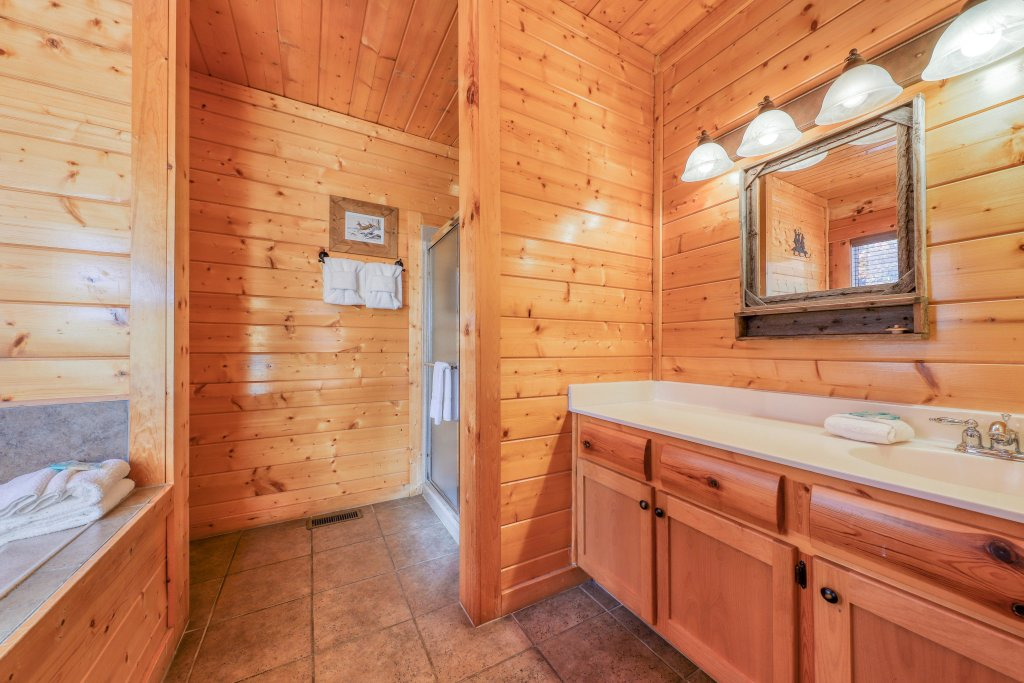 Photo of a Sevierville Cabin named Black Bear Manor - This is the twenty-second photo in the set.