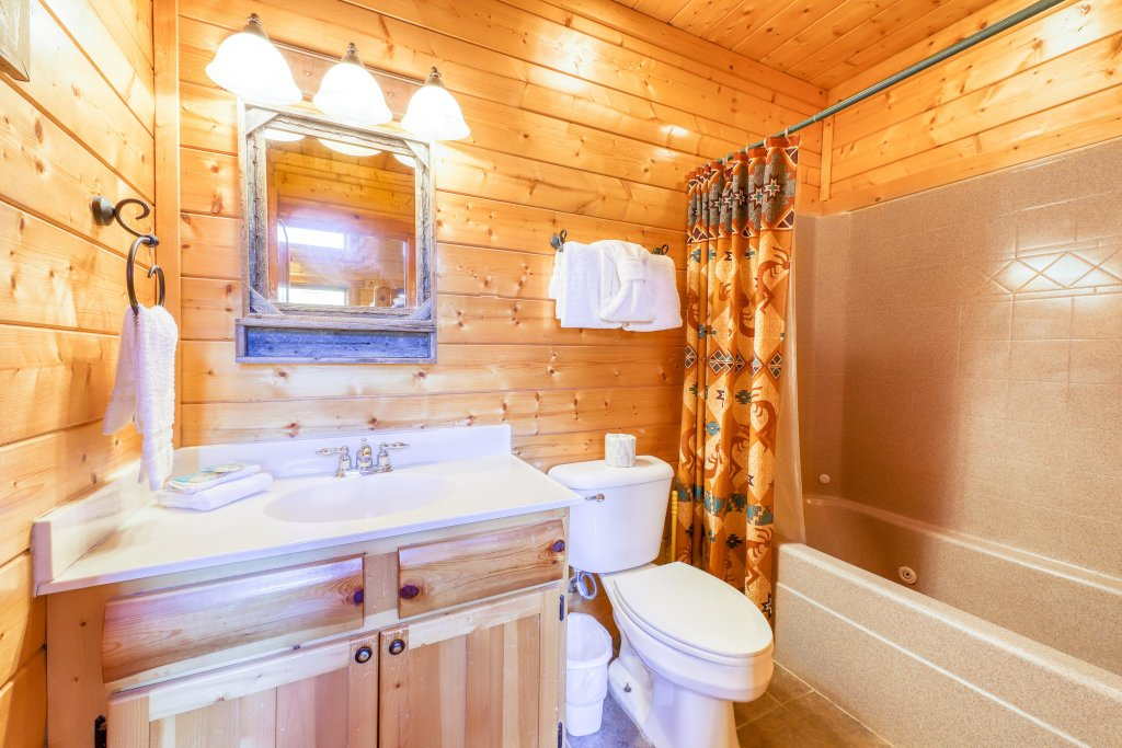 Photo of a Sevierville Cabin named Black Bear Manor - This is the forty-third photo in the set.