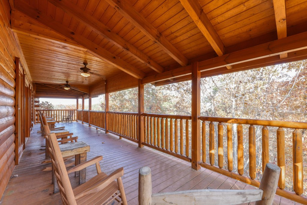 Photo of a Sevierville Cabin named Black Bear Manor - This is the thirty-second photo in the set.