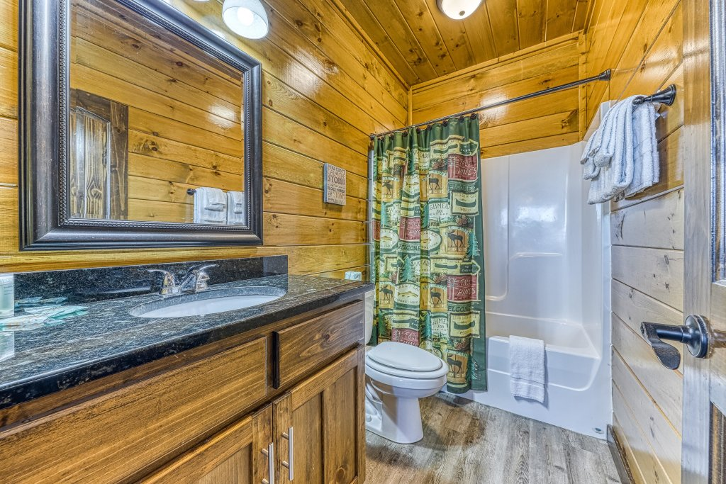Photo of a Pigeon Forge Cabin named Mountain Splash Lodge - This is the forty-second photo in the set.