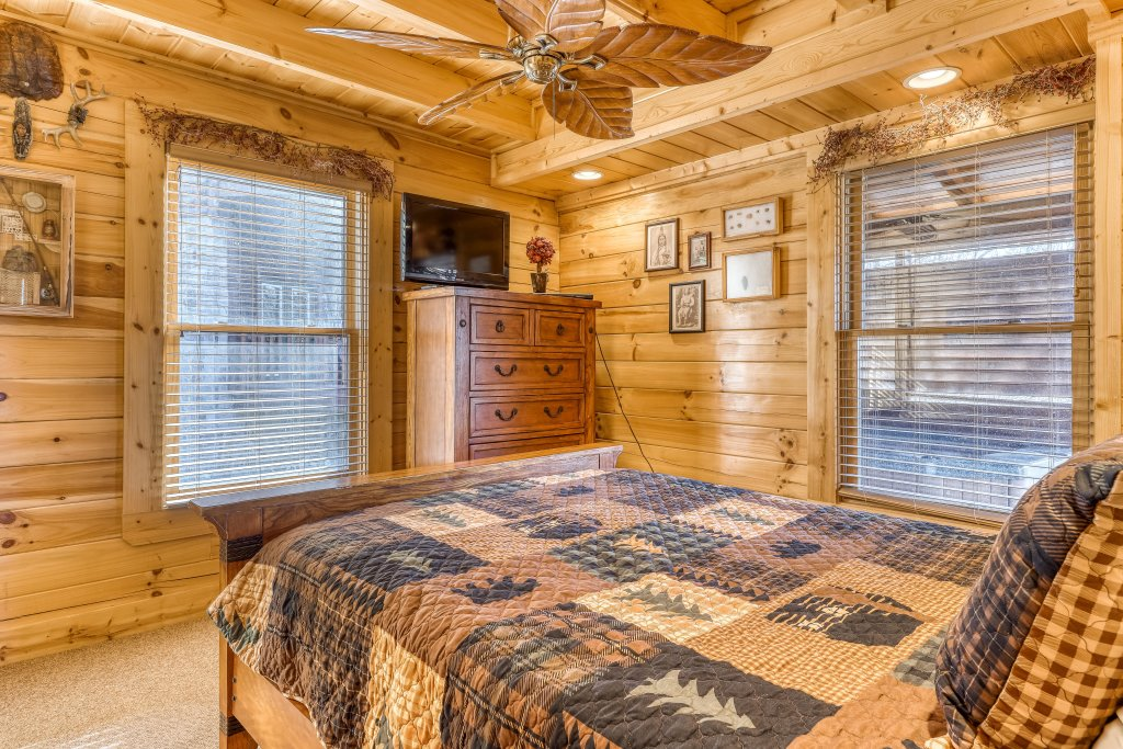Photo of a Sevierville Cabin named Crazy Horse - This is the twentieth photo in the set.