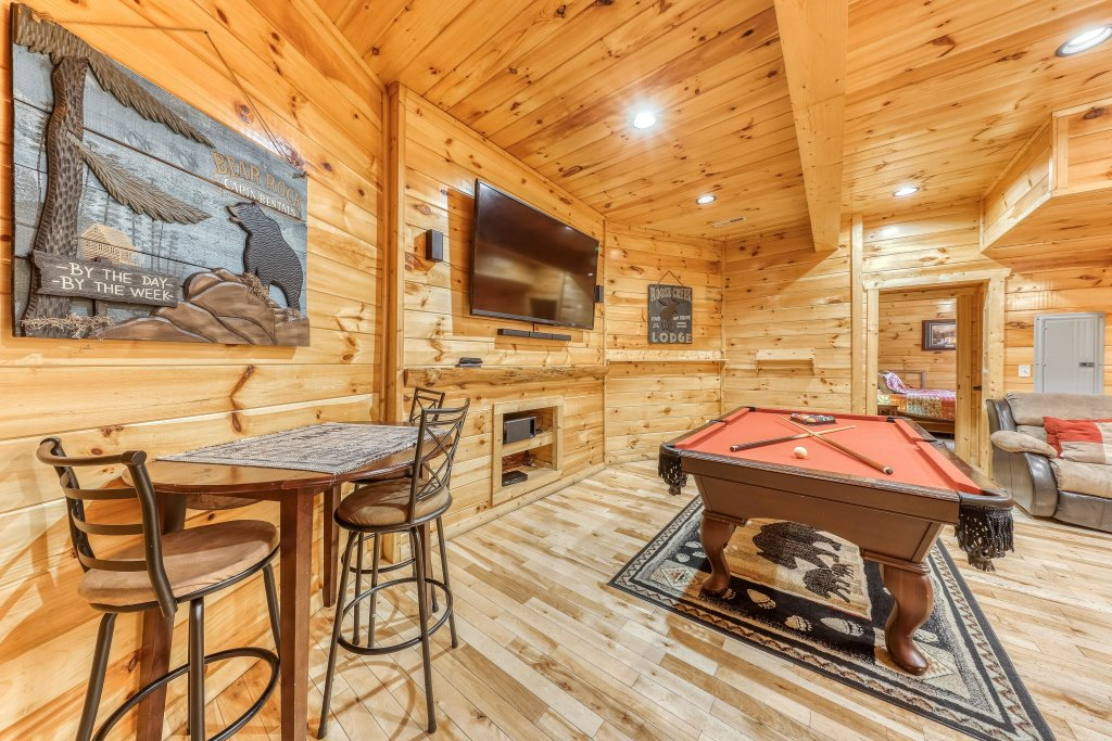 Photo of a Sevierville Cabin named Splish Splash - This is the second photo in the set.