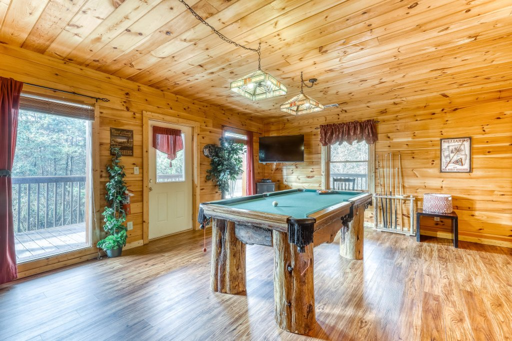 Photo of a Pigeon Forge Cabin named Harrisons Hideout - This is the thirteenth photo in the set.