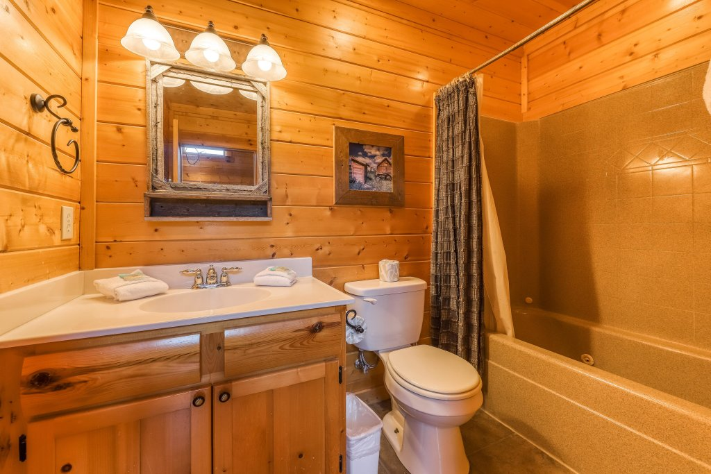 Photo of a Sevierville Cabin named Valhalla Manor - This is the twenty-second photo in the set.