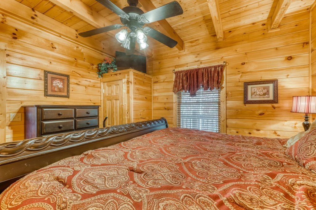 Photo of a Pigeon Forge Cabin named Harrisons Hideout - This is the eighteenth photo in the set.