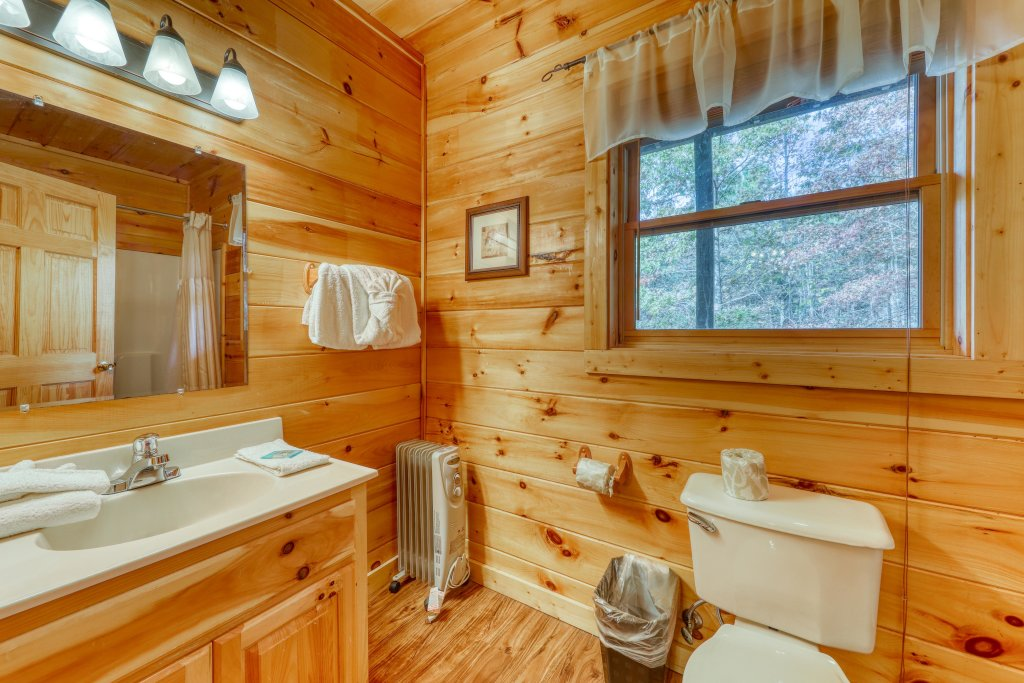 Photo of a Pigeon Forge Cabin named Harrisons Hideout - This is the twenty-second photo in the set.