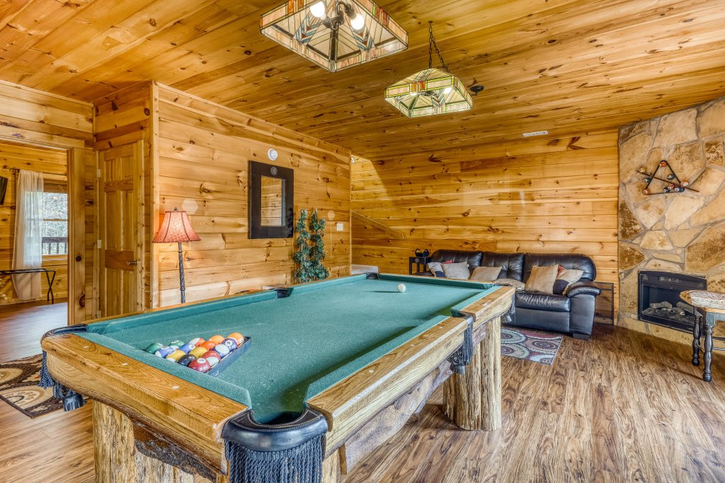 Photo of a Pigeon Forge Cabin named Harrisons Hideout - This is the twenty-third photo in the set.