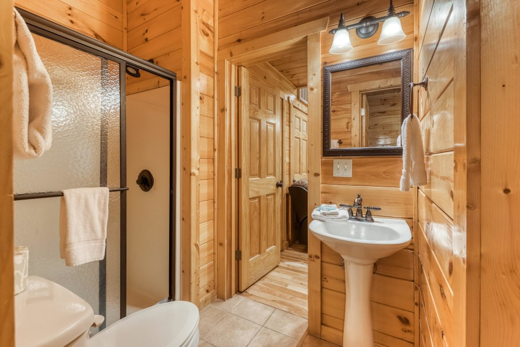 Photo of a Sevierville Cabin named Splish Splash - This is the twenty-second photo in the set.