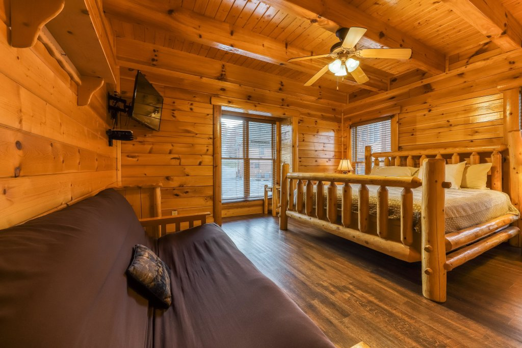 Photo of a Sevierville Cabin named Valhalla Manor - This is the forty-second photo in the set.