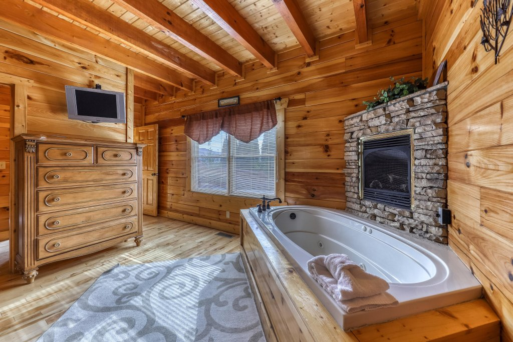 Photo of a Sevierville Cabin named Splish Splash - This is the eighteenth photo in the set.