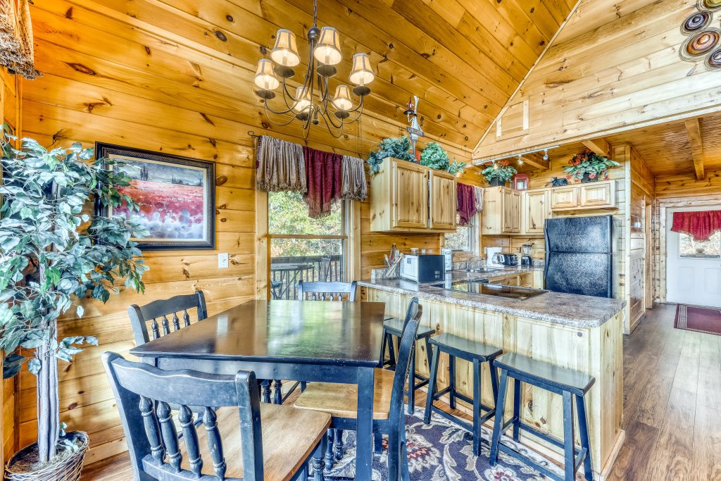 Photo of a Pigeon Forge Cabin named Harrisons Hideout - This is the fourth photo in the set.
