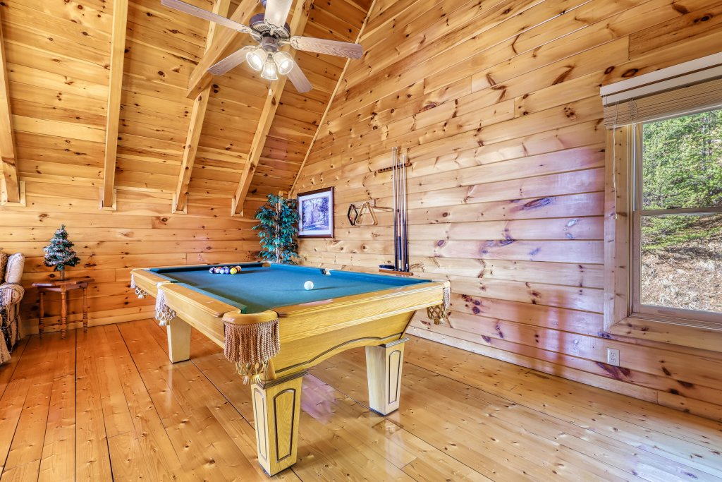 Photo of a Pigeon Forge Cabin named Hunters Hideaway - This is the twenty-fourth photo in the set.