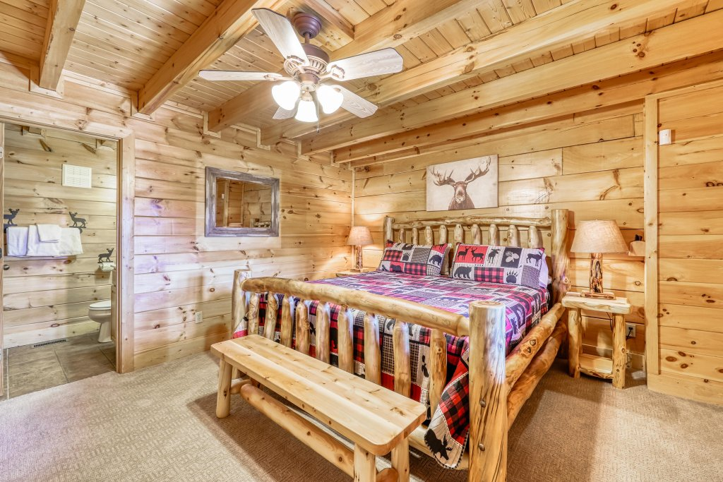 Photo of a Sevierville Cabin named Holiday Haven - This is the eleventh photo in the set.