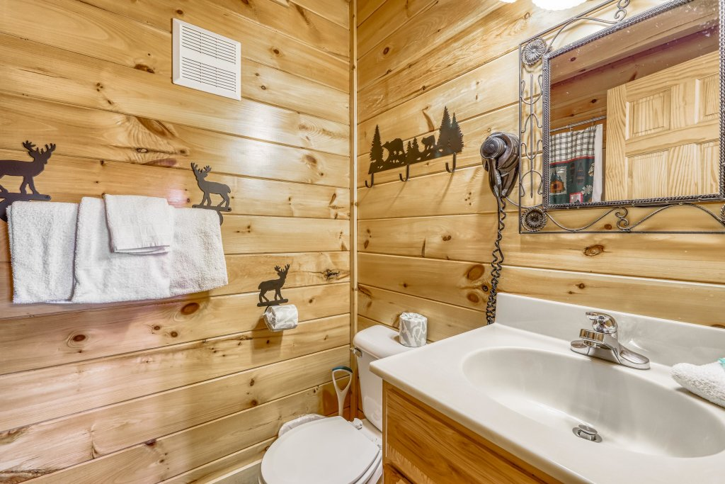 Photo of a Sevierville Cabin named Holiday Haven - This is the twelfth photo in the set.