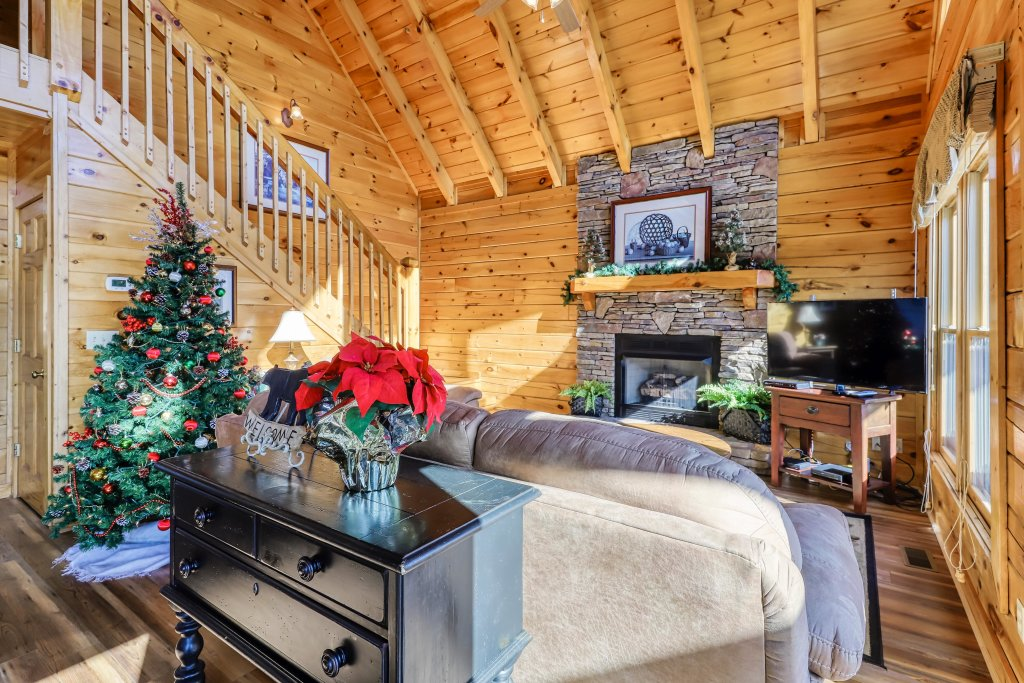 Photo of a Pigeon Forge Cabin named Hunters Hideaway - This is the first photo in the set.