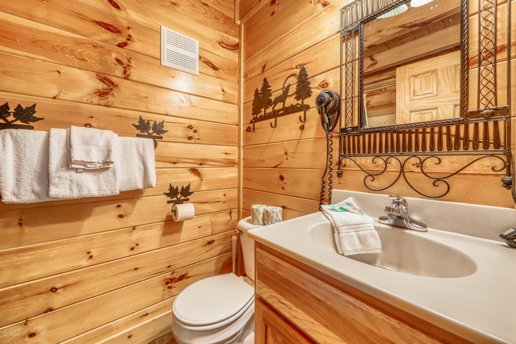 Photo of a Sevierville Cabin named Holiday Haven - This is the fourteenth photo in the set.