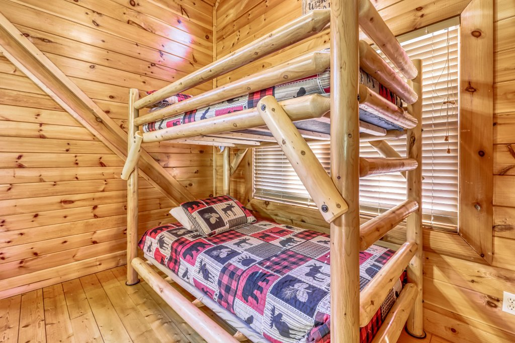 Photo of a Sevierville Cabin named Holiday Haven - This is the thirteenth photo in the set.