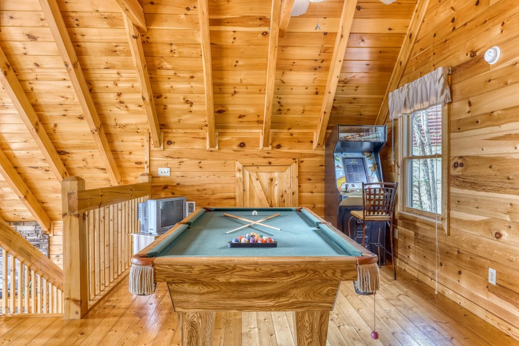Photo of a Pigeon Forge Cabin named Heavens Scent - This is the second photo in the set.
