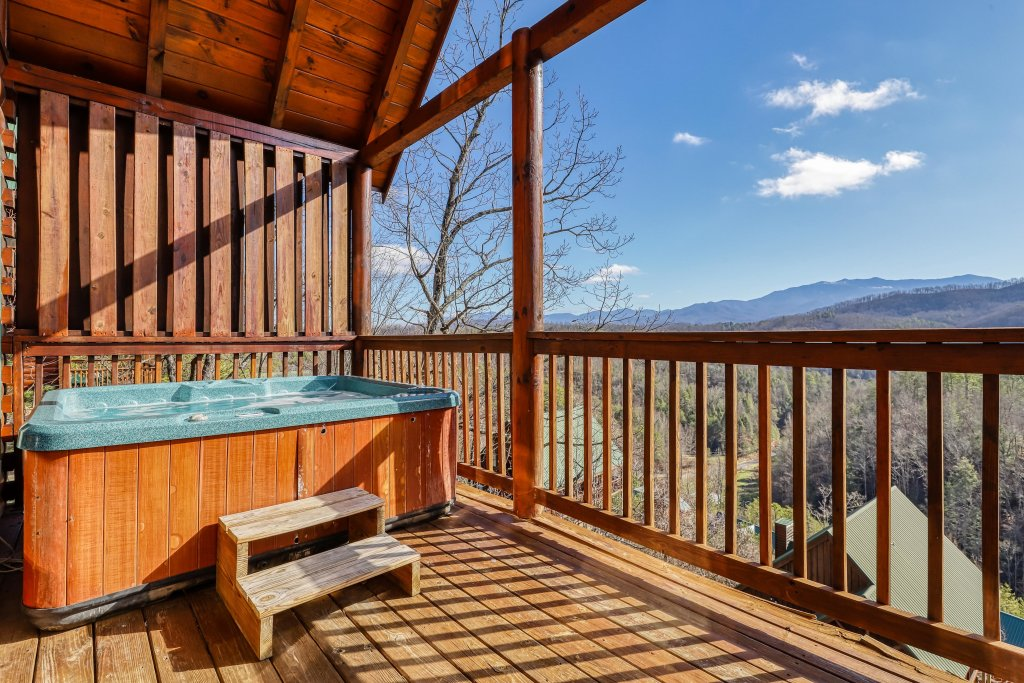 Photo of a Pigeon Forge Cabin named Hunters Hideaway - This is the second photo in the set.