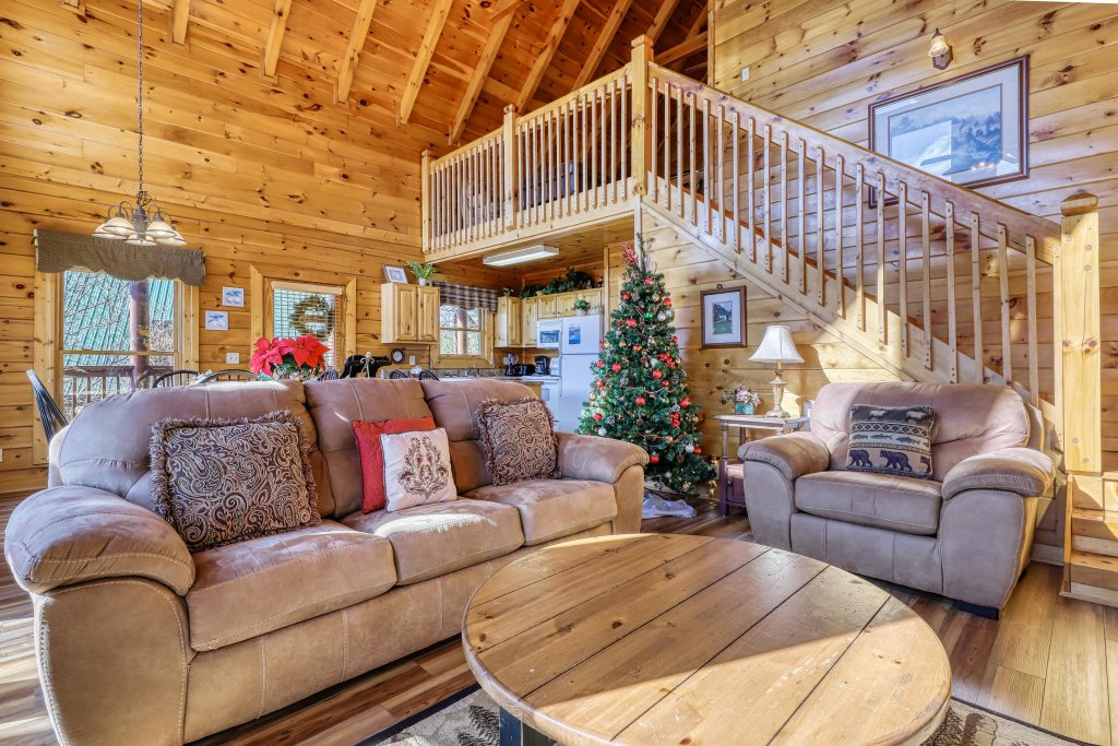 Photo of a Pigeon Forge Cabin named Hunters Hideaway - This is the eighth photo in the set.