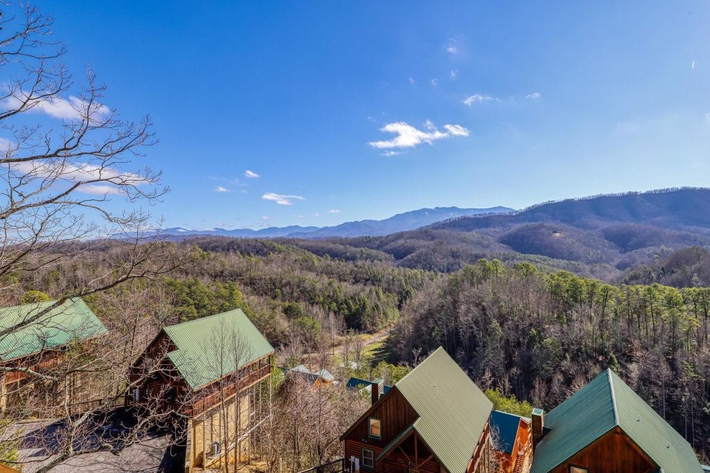 Photo of a Pigeon Forge Cabin named Hunters Hideaway - This is the third photo in the set.