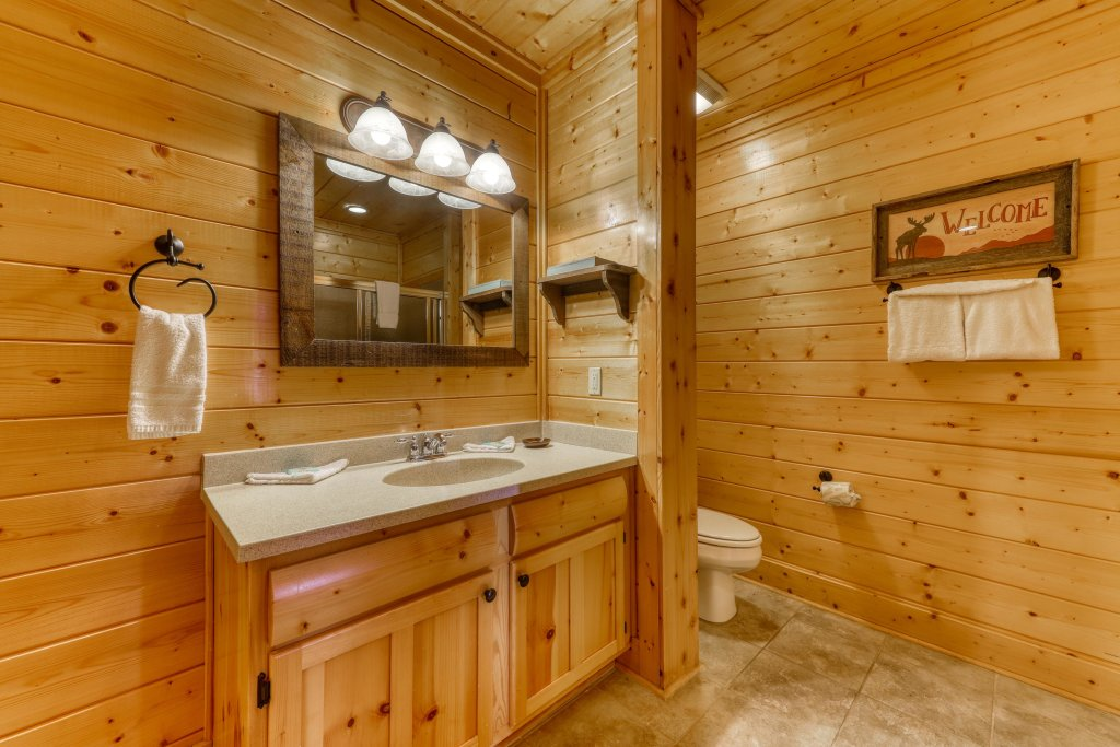 Photo of a Pigeon Forge Cabin named Hillbilly Highrise - This is the eighth photo in the set.